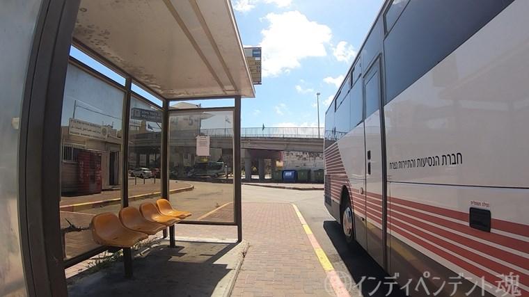 ハイファ中央駅前のバス停
