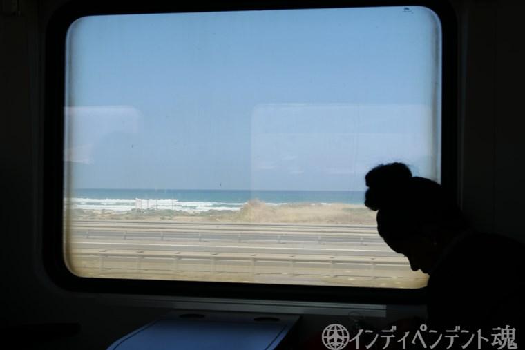 イスラエルの列車の車窓